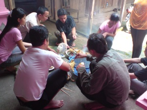 inilah hobi para komengtator kalo diterapkan di dunia nyata, bakar warung jadi bakar ayam. jiahahha
