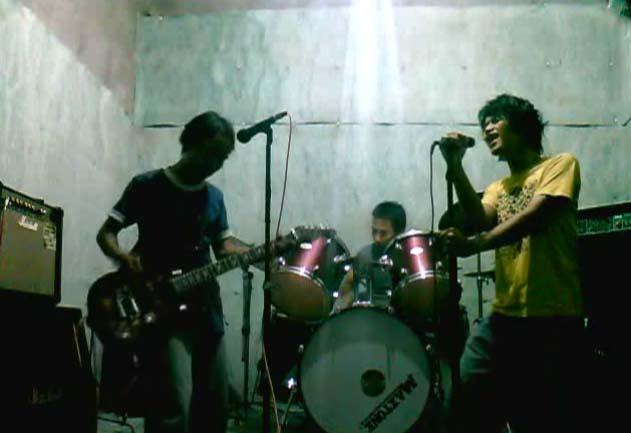 Rockabilly Kok : TVS RockZ, Kok Kurang Ngerock Yao  THE COOLRIDERS GARAGE